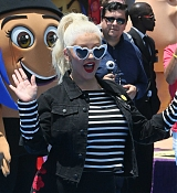Christina_Aguilera_-__Emoji__Premiere_in_Los_Angeles_on_July_23-61.jpg