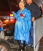 Christina_Aguilera_-_arrives_at_Radio_City_Music_Hall_in_New_York_City_10042018-05.jpg