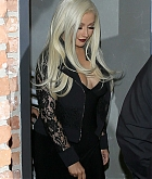 Christina_Aguilera_-_leaving_a_Club_in_Los_Angeles_on_April_25-02.jpg