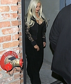 Christina_Aguilera_-_leaving_a_Club_in_Los_Angeles_on_April_25-03.jpg
