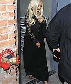 Christina_Aguilera_-_leaving_a_Club_in_Los_Angeles_on_April_25-05.jpg