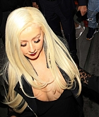 Christina_Aguilera_-_leaving_a_Club_in_Los_Angeles_on_April_25-08.jpg