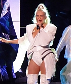 Christina_Aguilera_-_performing_for_a_New_Year_s_Eve_Performance_at_Zappos_Theatre_in_Las_Vegas2C_NV__12312019-02.jpg