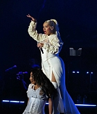 Christina_Aguilera_-_performs_at_the_Greek_Theater_in_Los_Angeles2C_26_October_2018-04.jpg