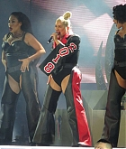 Christina_Aguilera_-_performs_at_the_Greek_Theater_in_Los_Angeles2C_26_October_2018-10.jpg