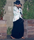 Leaving_Soho_House_in_Malibu_on_August_1-09.jpg