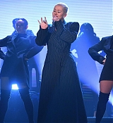 The_Tonight_Show_Starring_Jimmy_Fallon_-_June_13-07.jpg